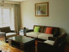 新城一期最新房源,高层两居,房间保养极好,每周送一次保洁