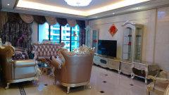 蓝湾国际 奢华享受中世纪欧式豪华装修  主卧180落地飘窗