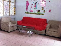 繁华地段3室1厅,家具电器齐全,交通、停车都方便