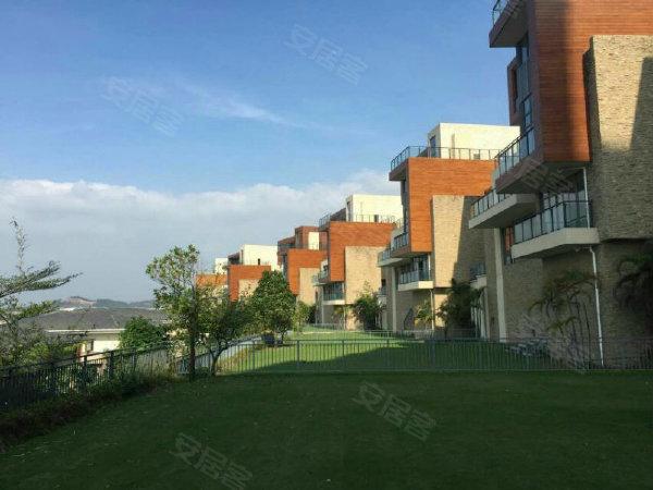 丰泰·观山碧水建筑造型采用简约的欧式元素