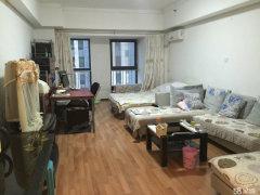 精装全套家具家电房主去外地发展低价出租有意者欢迎来电咨询