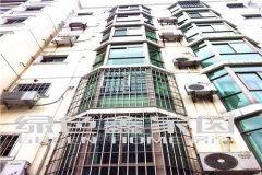 裕锦园中装三房,黄金楼层出租,租金2300。
