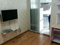 房子是一房一厅一卫,南北通透,位置安静,精装修,家具家电齐全