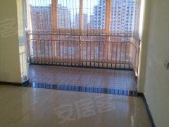 新丹尼斯附近精装修170平暖气新房