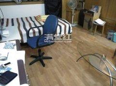 金碧精装单身公寓,干净整洁,温馨舒适,是宅男宅女首先