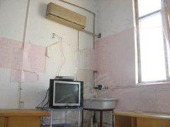 月付独立一室一浴帘一厨有空调 热水器 电视 宽带 水池 家