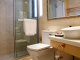 <img>户型解析:卫生间设计比较紧凑,台盆、马桶、淋浴间一